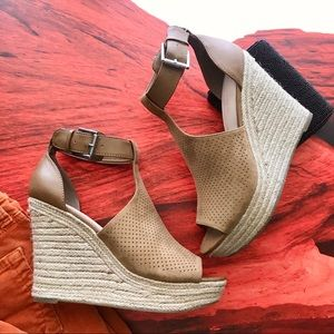 NWT Marc Fisher Wedge Espadrille Perforated Sandal